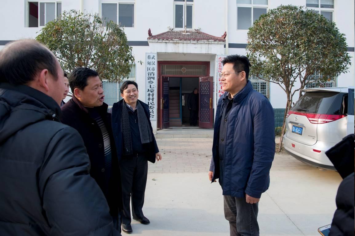 局党组书记、局长盛洪涛等领导到七壕村开展节前慰问活动